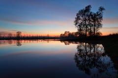 Campagne inondée au coucher du soleil Image stock