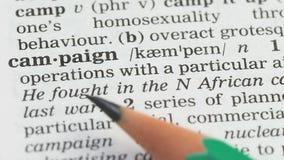 Campagne, potlood die woord in woordenschat in Engels richten, die strategie het op de markt brengen stock footage