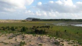 Campagne sud-africaine avec un lac Photographie stock