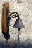 Campana antica su una parete Fotografia Stock