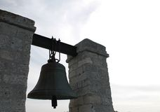 Campana de bronce como símbolo de la fe Imágenes de archivo libres de regalías