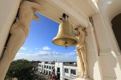 Campana de bronce, Leon Cathedral, Nicaragua Imágenes de archivo libres de regalías