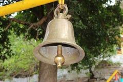 Campana de cobre amarillo fotos de archivo libres de regalías