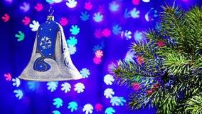Campana de las decoraciones del Año Nuevo en fondo del centelleo metrajes
