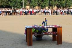 Campana de mano festiva en la tabla en el día de fiesta de la primera campana Imagen de archivo