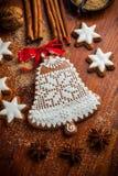 Campana del pan de jengibre para la Navidad Imagen de archivo