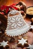 Campana del pan de jengibre para la Navidad Fotografía de archivo