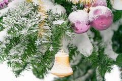 Campana del primer de las decoraciones de la Navidad Imagen de archivo