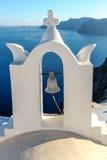 campana di chiesa Bianco-blu di Santorini Fotografia Stock