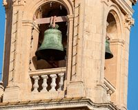Campana di chiesa su un campanile Fotografie Stock