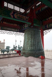 Campana grande en el área escénica de Chengshantou cerca de Weihai, China foto de archivo