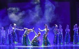 Campana-mattina d'argento nella danza popolare di foresta-cinese Immagini Stock Libere da Diritti