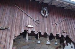 Campanaccii e strumenti agricoli nel Giura, Francia Fotografia Stock Libera da Diritti