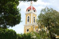 Campanario amarillo en Nicaragua imágenes de archivo libres de regalías