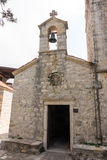 Campanario de la iglesia en el monasterio Rezevici, Montenegro Imagenes de archivo