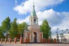 Campanario de la iglesia ortodoxa de los apóstoles Pyotr y Pavel Hamina, Finlandia Fotos de archivo libres de regalías