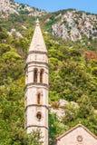 Campanario de la iglesia de San Nicolás en la ciudad de Perast, Montenegro Fotos de archivo libres de regalías