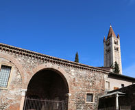 Campanario de San Zeno Basilica en Verona en Italia Imagen de archivo libre de regalías