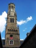 Campanario de una iglesia (torre de alarma) de Brujas. Fotografía de archivo libre de regalías