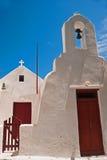 Campanario en el cielo azul en la isla de los Milos Fotografía de archivo
