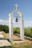 Campanario en la colina sobre el lago Orestida Kastoria Fotografía de archivo