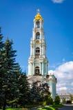 Campanario en la trinidad santa Lavra en Rusia Imagenes de archivo
