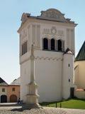 Campanario y columna mariana en Spisska Sobota Fotografía de archivo