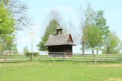 Campanario y cruz en museo al aire libre foto de archivo