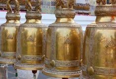 Campanas antiguas en un templo budista de Tailandia Imágenes de archivo libres de regalías