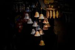 Campanas colgantes de la pequeña arcilla hermosa fotografía de archivo libre de regalías