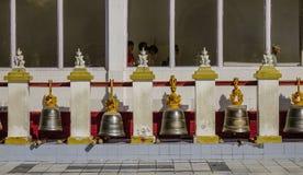 Campanas de bronce en la pagoda budista imagen de archivo libre de regalías