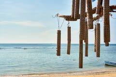 Campanas de madera en la playa Fotos de archivo