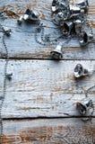 Campanas de plata del árbol de navidad en el fondo de madera blanco Copyspace Imágenes de archivo libres de regalías