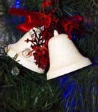 Campanas del blanco de las decoraciones de la Navidad Foto de archivo libre de regalías