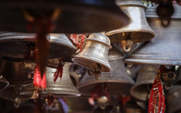 Campanas del templo hindú, la India Imagen de archivo libre de regalías