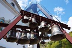 Campanas plateadas de un reloj musical en Italia Fotografía de archivo