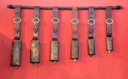 Campanas tradicionales de diversos tamaños Foto de archivo