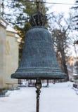 Campane di chiesa davanti alla chiesa georgia Fotografie Stock