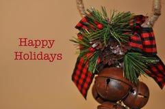 Campane di Natale di Belhi con le pigne e le feste felici immagine stock libera da diritti