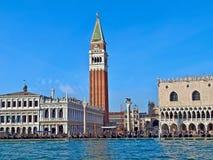 Campanil y palacio del dux en St Mark en Venecia en Italia foto de archivo libre de regalías