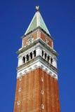 Campanila en Venecia, Italia Foto de archivo libre de regalías