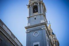 Campanile, Almudena Cathedral, situato nell'area del Habsb Fotografie Stock Libere da Diritti