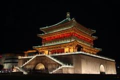 Campanile antico famoso illuminato alla notte, Xian, Cina Fotografia Stock