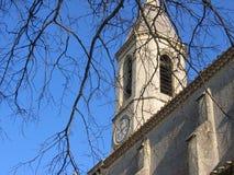 Campanile caratteristico di una chiesa con un orologio in Provenza in Francia Immagini Stock