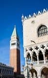 Campanile del campanile e dettaglio di architettura del palazzo dei doge fotografia stock