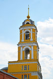 Campanile del tempio di eugenia santa del martire nel monastero di natività di Cherson a Mosca, Russia Fotografie Stock