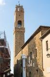 Campanile di Montalcino, en vinstad, Siena, Tuscany Arkivfoto