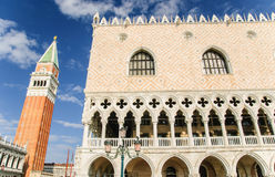 Campanile du ` s de palais et de St Mark du ` s de doge, Venise Image stock