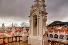 Campanile e kupola di San Felipe Neri Monastery a Sucre, Bol fotografia stock libera da diritti