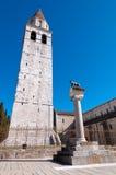 Campanile e lupo romano a Basilica di Aquileia immagine stock libera da diritti